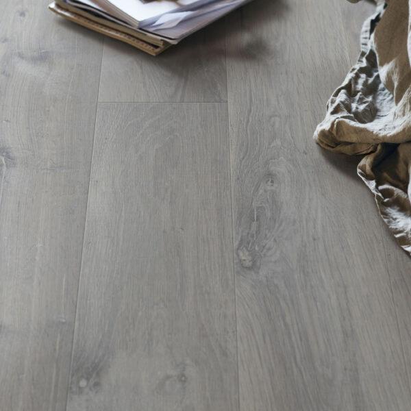 laminat clicgo by quick step 12 mm cge5478 dub urban seryj 1 scaled